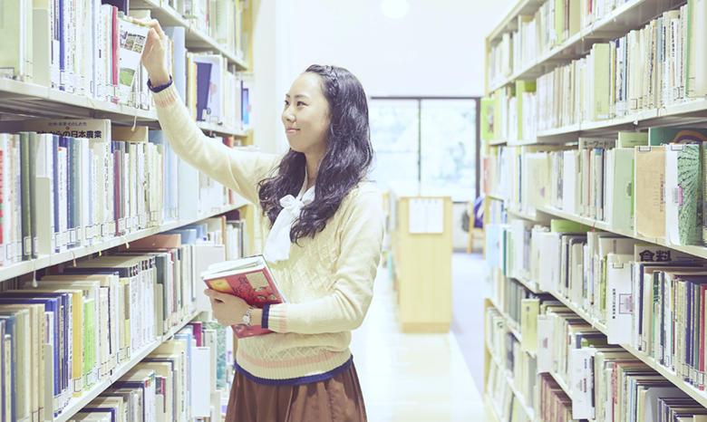 豊富な蔵書に充実のデータベース