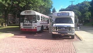 CMUのシャトルバス.jpg
