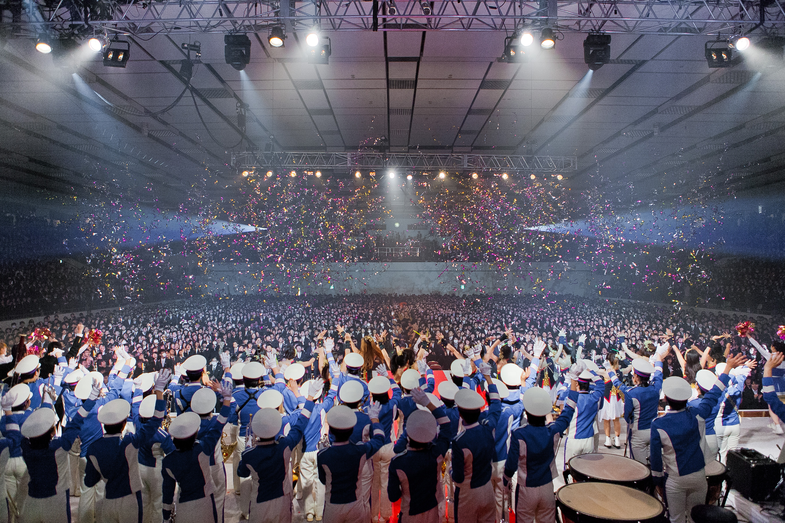 7,000 Freshmen Welcomed at Entrance Ceremony (Source: The Japan News)