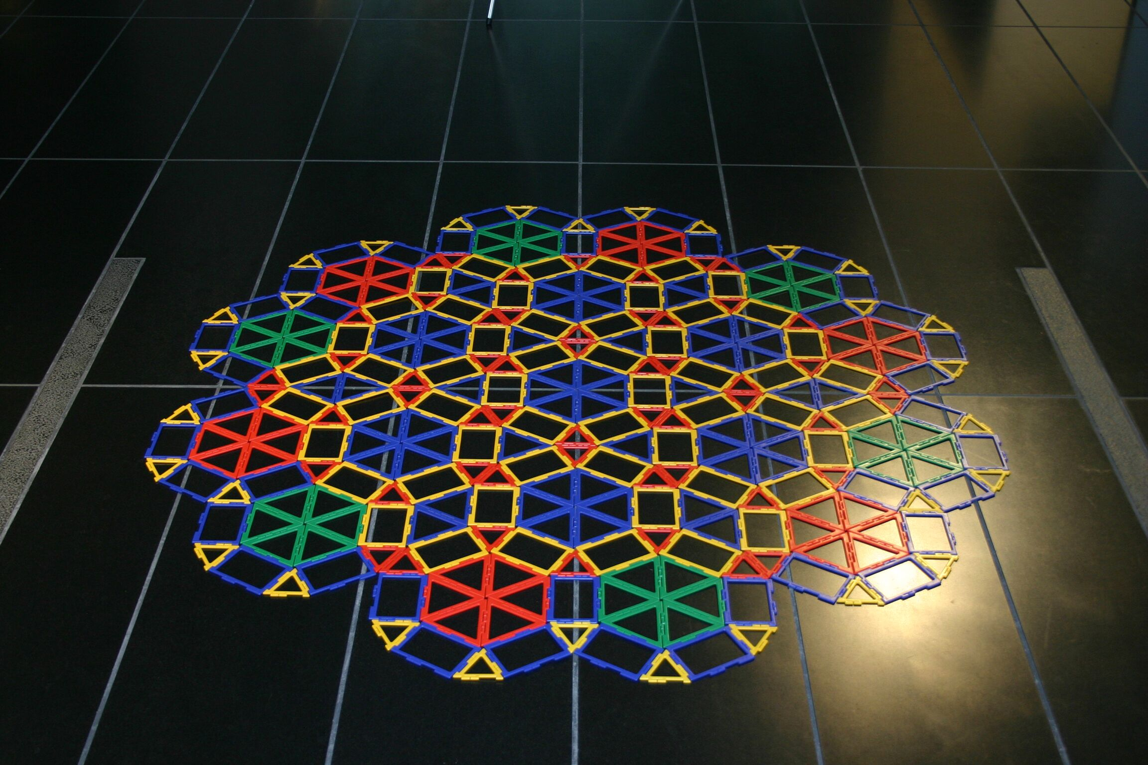 Bronze-mean hexagonal quasicrystal (Source:Nature Materials)