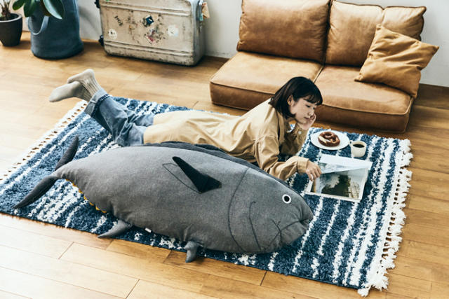 Bunker down for winter with cozy tuna cushions and a five-foot tuna futon cover (Source: SoraNews24)