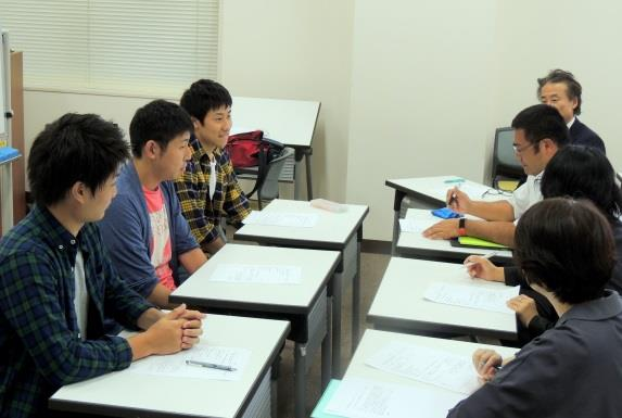 経済学部学生が高校生の主権者教育に貢献 「子育ての視点から考える選挙」のテーマで出張講義を実施