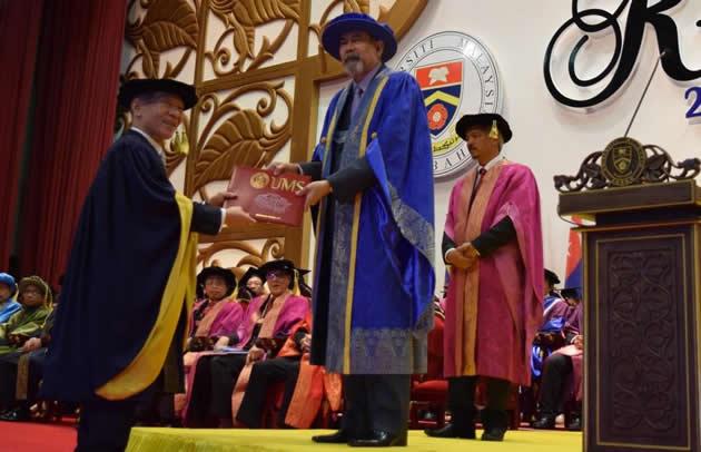 マレーシア・サバ大学が近畿大学学長に名誉博士(水産学)の学位記を授与 ~養殖技術分野でリーダーとなる人材育成等に貢献~