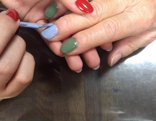 70歳以上対象!胡粉(ごふん)ネイルの体験イベント開催 日本最古の和絵具屋×老舗の町医者×学生で、新たな市場を創造