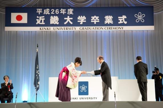 近畿大学平成27年度卒業証書授与式を挙行 学生にとって一生の想い出に残る卒業式に