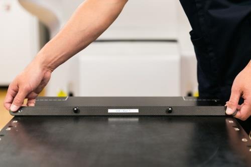 世界初!高度放射線治療時固定具ロックバー「HM-BAR」開発 放射線の減弱を抑え効率的な治療を目指す
