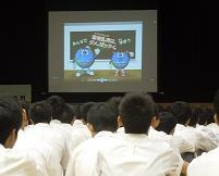 学校薬剤師が薬物の危険性について啓発 近畿大学附属広島高等学校・中学校福山校