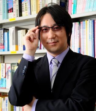近畿大学のキャッチコピーを斬る! 日本語学者芸人 サンキュータツオ氏 講演会を開催