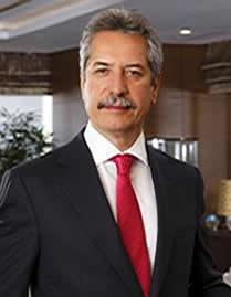 トルコ共和国アフメット・チャルック氏へ名誉博士(商学)の学位記を贈呈