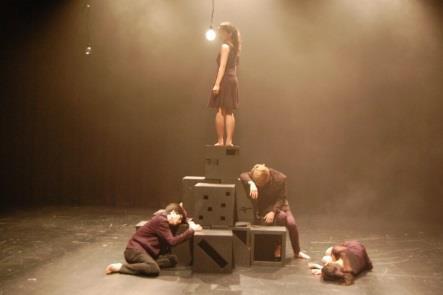 「ダンスステージHALO~踊りだす色~」 聴覚障がいの学生と健常な学生が共に創りあげるダンス公演 近畿大学文芸学部芸術学科舞台芸術専攻