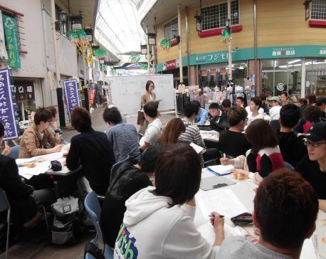 商店街フィールドワーク最終報告会を実施 近畿大学産業理工学部が商店街活性化策を発表