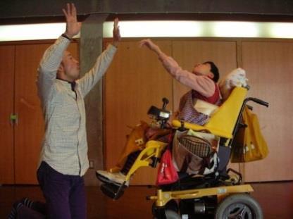 障がい者のためのダンスワークショップを開催 近畿大学文芸学部×たんぽぽの家 アートセンターHANA