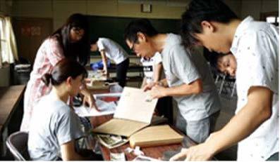 「蘇る!黒川の歴史写真&ナウ展」 同時開催の「ほっと一息 里山カフェ」で学生が炭火焙煎したコーヒーも提供