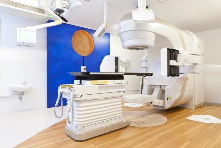 9/18(金)放射線治療装置「リニアック」一般見学会開催 最新の放射線治療装置で身体に優しいがん治療 近畿大学医学部附属病院にて
