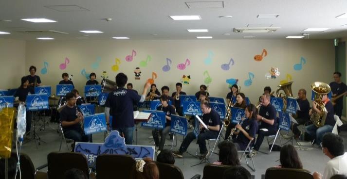 岸和田市音楽団がミニコンサートを開催 近畿大学医学部附属病院<br />
