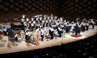 吹奏楽部「第56回定期演奏会」を開催 スペシャルゲスト3名を招いての豪華演奏会