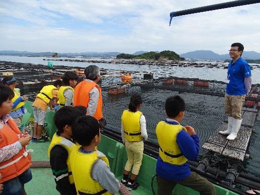 近畿大学水産研究所 小学生向け養殖講座開講 地元発明クラブの小学生たちが養殖現場を体験!