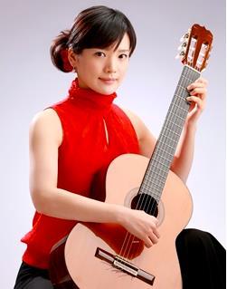 学生が企画!クラシックギターコンサート ~アカデミックシアターACTで芸術の秋とチョコを楽しむ~