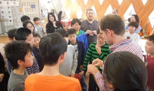 小学生が大学で英語を学ぶ「学びングキャンパス」実施 小学生対象、楽しみながら英語を身につける体験型プログラム