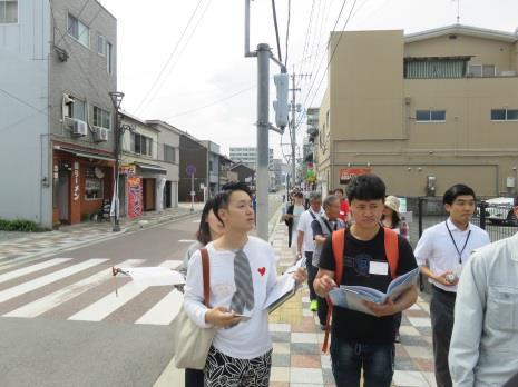 学生による建築提案で社会実験を開始 新飯塚商店街に「にぎわい」を創出するカフェを設置