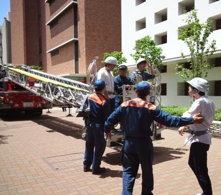 理工学部が防災訓練を実施 学生、大学院生、教職員を対象に災害時の事故防止を目指す