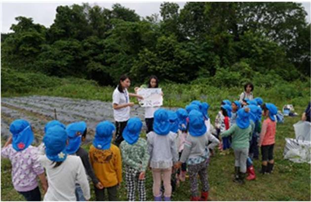 「いこまこども園」園児に食育イベントを実施 「さつまいもの苗植え」と「淡水魚展」を体験・見学<br />
