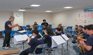 岸和田市音楽団がミニコンサートを開催 小児病棟に入院している子供たちを笑顔に