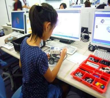「小中学生のための情報科学教室」開催! 動くロボット製作を通じて、情報科学の面白さを体験