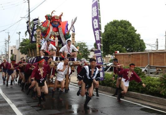 「飯塚山笠」に学生がボランティア参加 山笠の担ぎ手・清掃ボランティアとして市民祭に協力