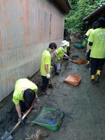 呉市で復興支援ボランティアに参加 西日本各地のキャンパスから学生約100人