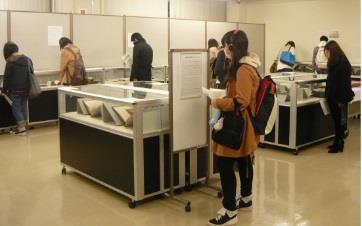 第25回近畿大学中央図書館貴重書展 開催 近畿大学所蔵の貴重な資料を期間限定で公開