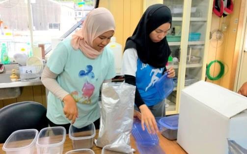 マレーシア・サバ大学研修生の歓送式典を開催 研修生が水産研究所での75日間の研修成果を報告