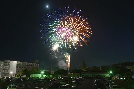 大学祭「第52回柏の森祭」開催 飯塚の夜空を彩る約500発の打ち上げ花火