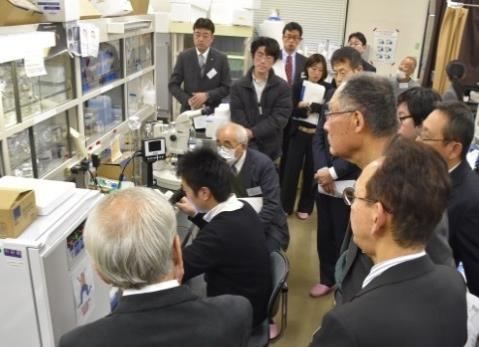 近畿大学生物理工学部「産官学交流会」開催 地元の企業・自治体関係者に研究室を公開、産官学連携を促進