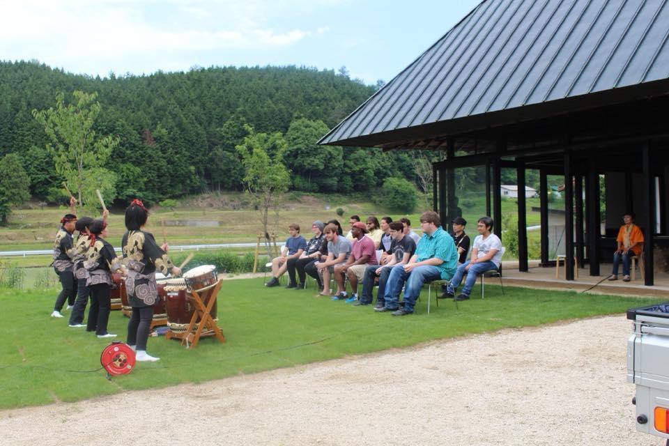 アメリカと広島の大学生らが被爆樹木を記念植樹 平和について学ぶ国際交流イベントを開催