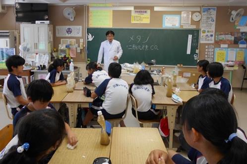 サツマイモを使ったメタンガスエネルギー実験教室 福島県川俣町立富田小学校にて