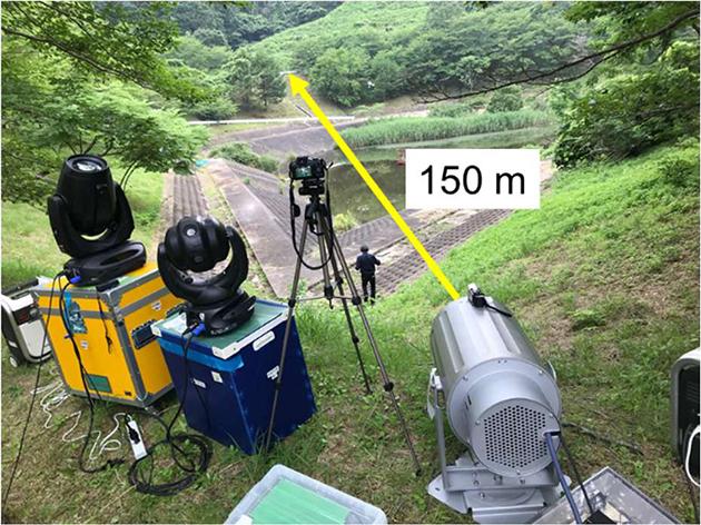 150m先の森林中の遭難者探索を実演 レーザーサーチライトを用いた山岳遭難者探索システムを開発