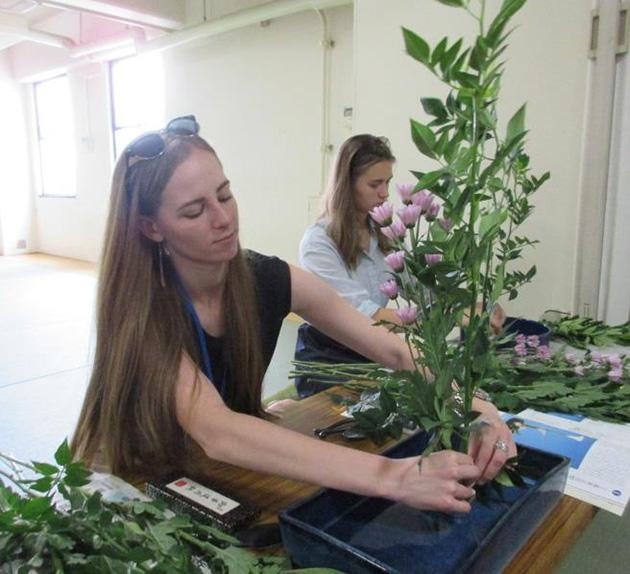 ロシアの大学生が短期留学で異国間交流 相撲部見学・茶道部体験や東大阪の企業訪問で日本文化に触れる
