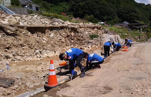 世界遺産・熊野古道を保全するボランティア活動 道普請に学生40人が参加