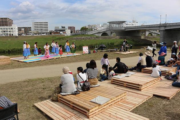 親子連れ歓迎!「遠賀川水辺ピクニック」を実施 遠賀川河川敷の公共空間の活用を学生が企画