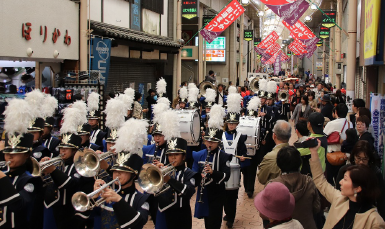 筑前の國いいづか街道まつりにバトン部および吹奏楽部が出演 ステージ演奏とパレードで地域を盛り上げる