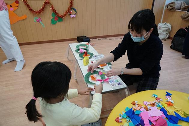 近畿大学奈良病院小児病棟で「クリスマスイベント」を開催 農学部学生が楽しい時間づくりをサポート