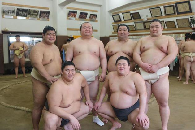 幕内優勝 德勝龍関、朝乃山関を含むOB大相撲力士7人 母校で後輩に稽古 東大阪キャンパスにて