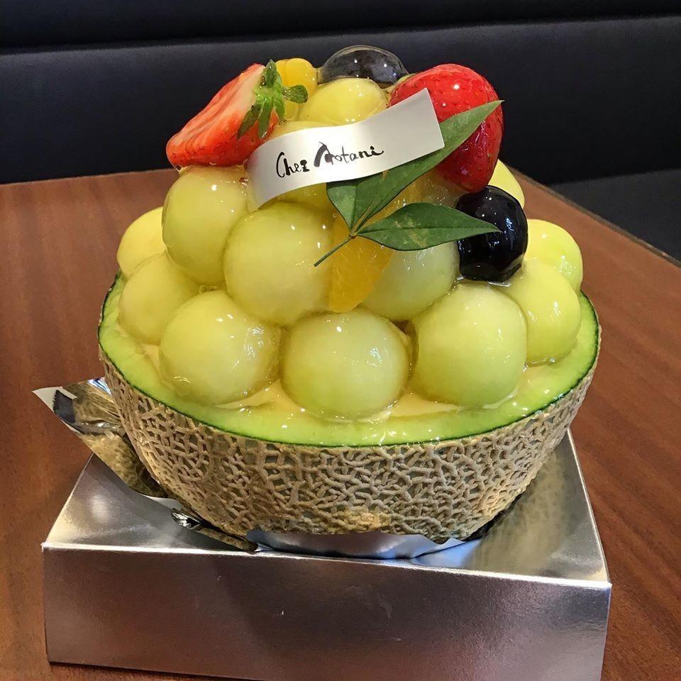農学部生が栽培した「近大ICTメロン」使用 東大阪市の人気洋菓子店シェ・アオタニで「メロンの森」を限定販売