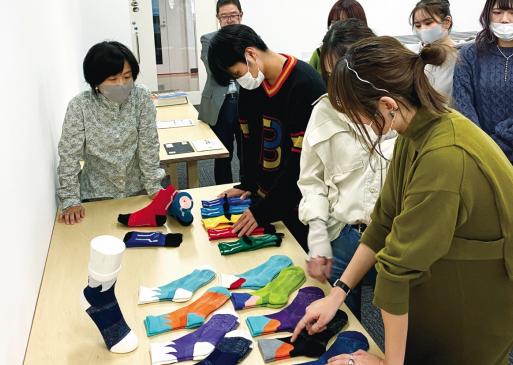 近畿大学×エコノレッグ 新特許技術を用いた高機能靴下を開発 1/18(月)に新商品「走る靴下『AMENOKAK(アメノカク)』」発表会を開催