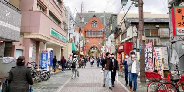 近畿大学通り商店街連合会へ「近大マスク」を寄贈 コロナ禍で苦境に立たされた地元商店街のために!