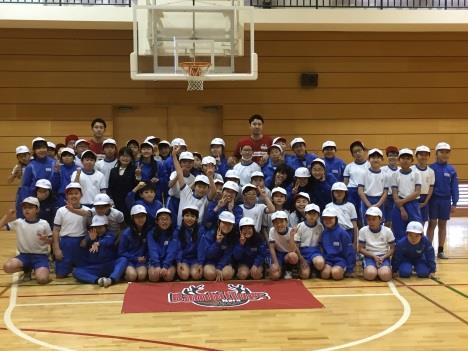 プロバスケットボール選手による1日体験授業 近畿大学附属小学校×バンビシャス奈良