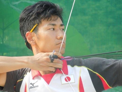 パラリンピック日本代表 上山友裕(うえやまともひろ)選手 講演会 本校卒業生が「夢」について語り、アーチェリーの実演を披露