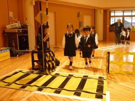 子どもたちの安全を守る 「奈良西警察署 交通安全教室」を実施