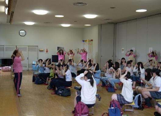 近畿大学九州短期大学「オープンキャンパス」開催 車椅子体験、ステンドグラス作りを体験しよう